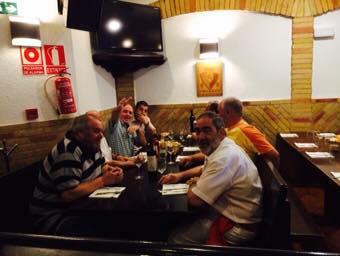 Comer con amigos en Bodegas Leyre