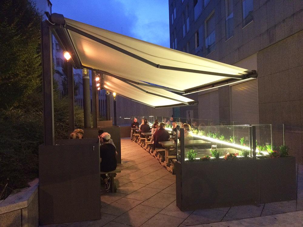 La terraza de bar bodegas Leyre de Pamplona